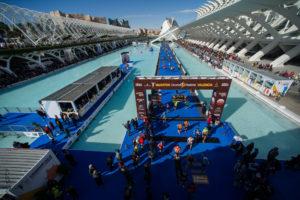 Llegada del Maratón de Valencia al lago de la Ciudad de las Artes y las Ciencias