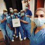 Enfermeras con las bolsas de Toastone