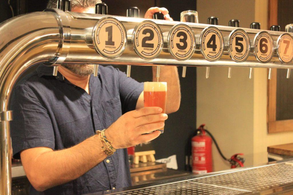 Barbacana cuenta con diez grifos de cerveza artesana, una de las 4 terrazas para disfrutar de la Alameda de Valencia