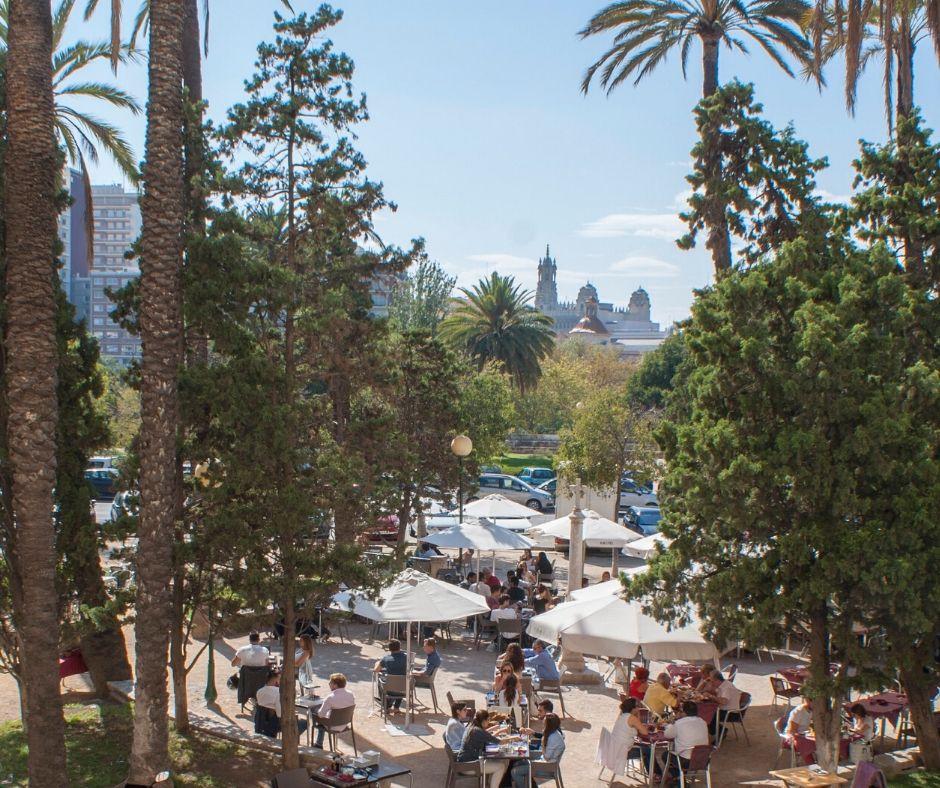 La terraza de Llebeig, una de las 4 terrazas para disfrutar de la Alameda de Valencia